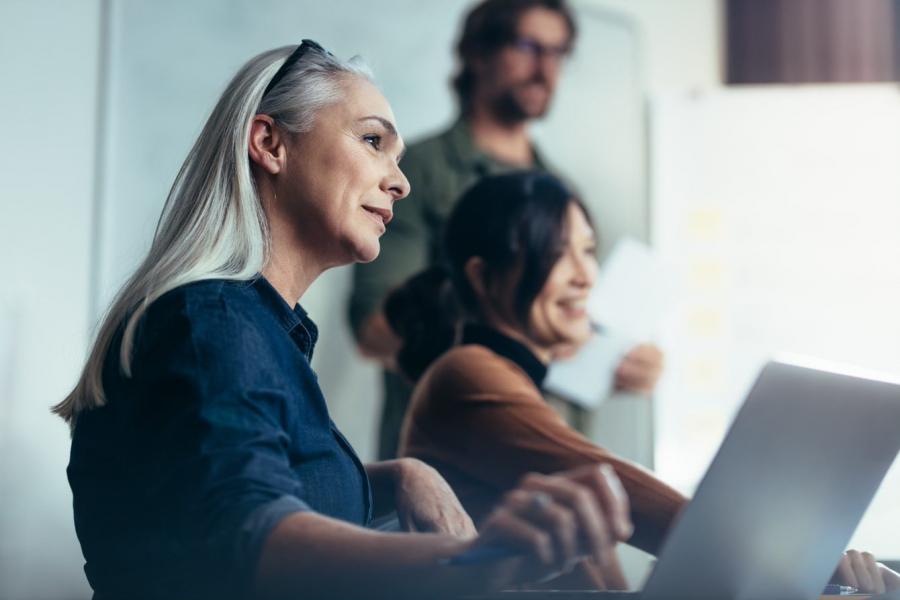 Iværksættere får hjælp under et workshop